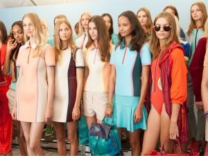 Diseños de neopreno de la colección primavera 2014 del diseñador de moda Tommy Hilfiger.