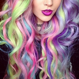 Cabello Arcoiris o Rainbow Hair en tonos fantasía